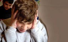 La mayoría de los padres de niños con TEA sospechan que algo no está bien cuando el niño tiene 18 meses y buscan ayuda hacia los 2 años de edad. Los niños con TEA se caracterizan por presentar problemas en:  * Juegos actuados  * Interaccione...