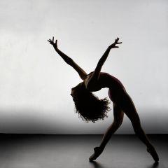 TORCER  Movimiento: fuerte, indirecto, lento, restringido