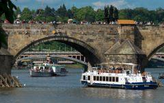 ¿Cómo se denomina el transporte por río?