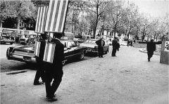 """Daniel Buren, """"Les Hommes Sandwiches"""" 1968. Performance."""