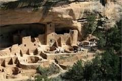 a high plateau in SW Colorado: remains of numerous prehistoric cliff dwellings, inhabited by the Pueblo Indians