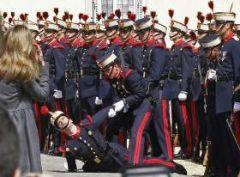Veneklapper hjælper venepumpen, så blodet ikke løber nedad i benene. Mange soldater er besvimet pga. alt deres blod kom ned til benene.